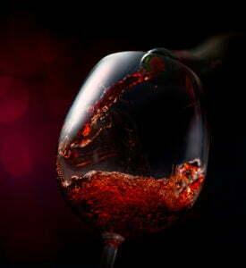 RODO i alkomat w firmie - kieliszek czerwonego wina